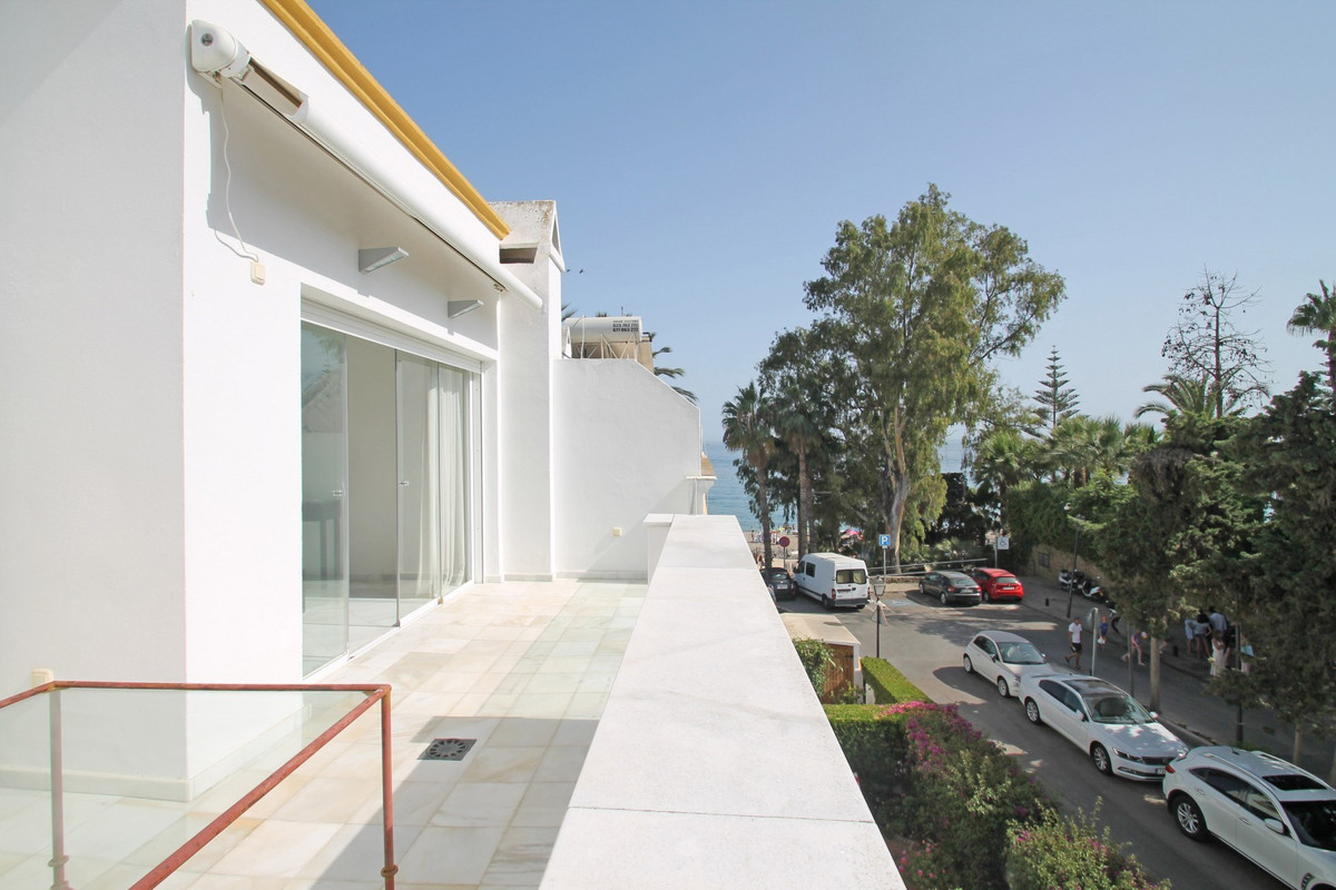 BEACHSIDE · SEA VIEWS · WALKING DISTANCE TO ALL AMENITIES · West facing five bedroom fully refurbish, Spain