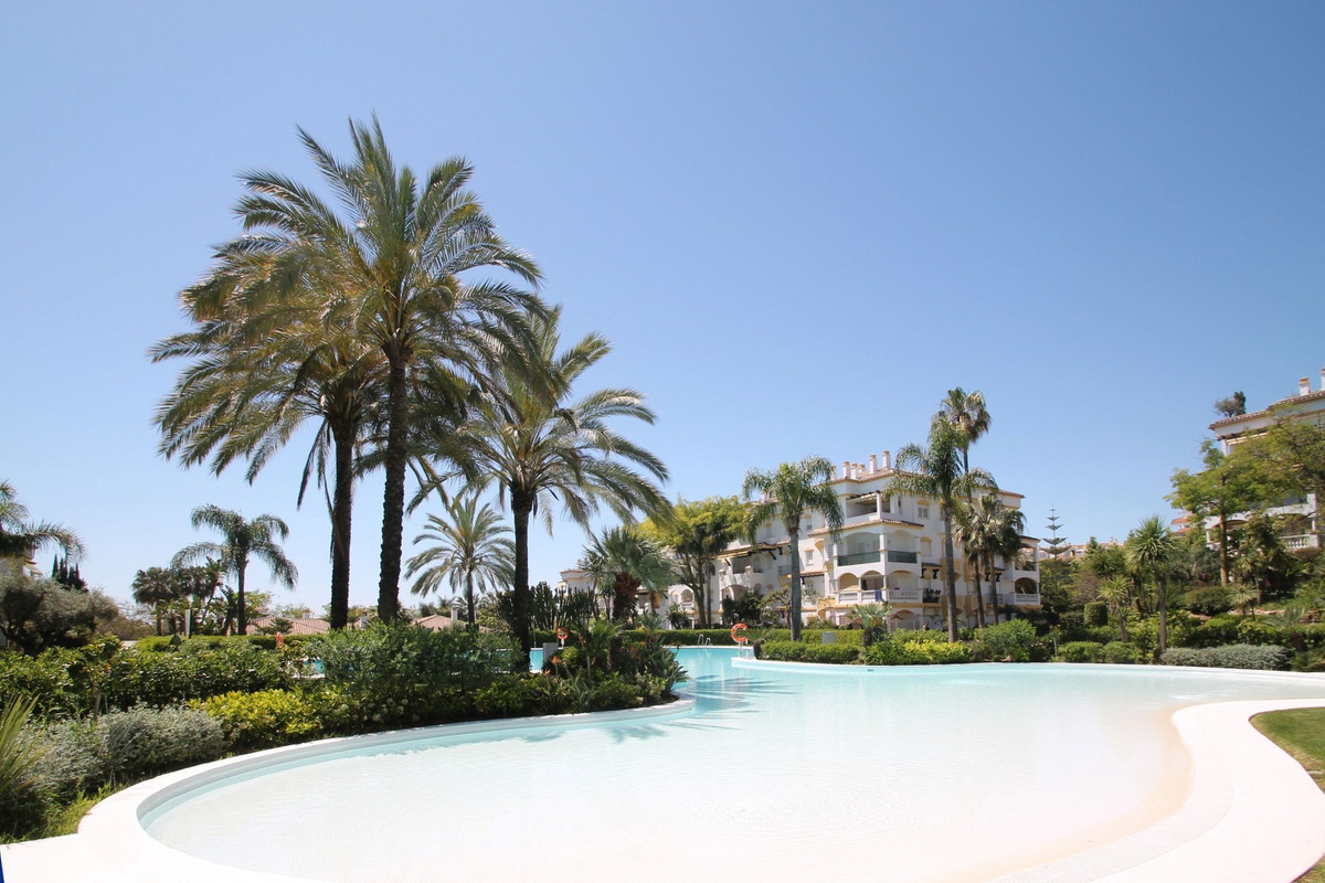 WITHIN WALKING DISTANCE TO THE BEACH · East facing three bedroom second floor apartment located on M,Spain
