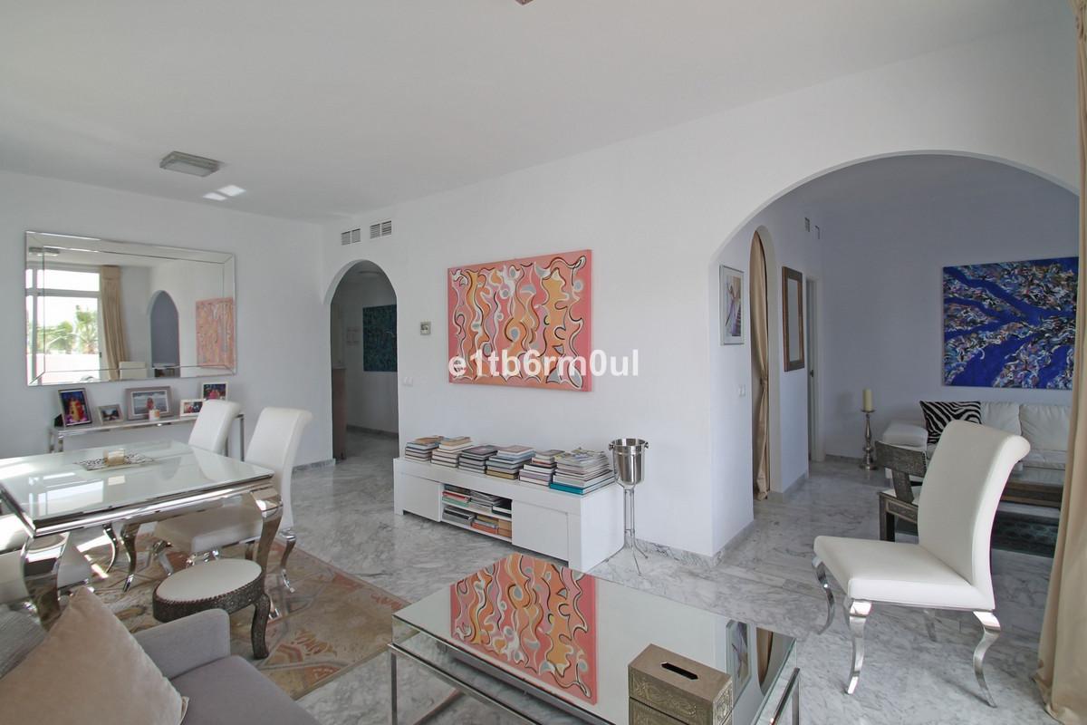 Lägenhet på mellanplan Till salu i The Golden Mile R3375028