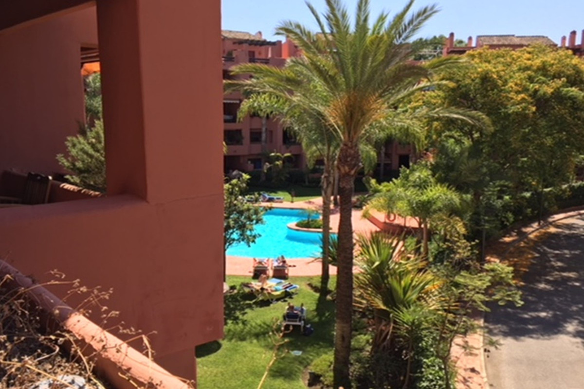 Middle Floor Apartment for sale in Marbella R3217942