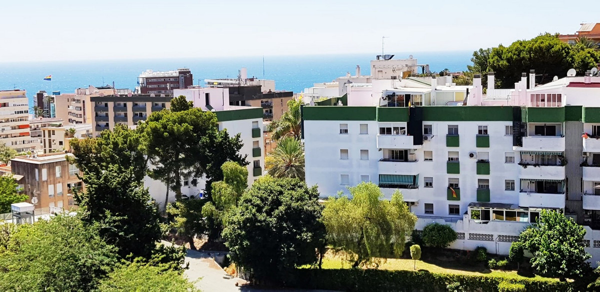 LOVELY RENOVATED STUDIO IN TORREMOLINOS CENTRE This studio is sold fully furnished - ready to move iSpain