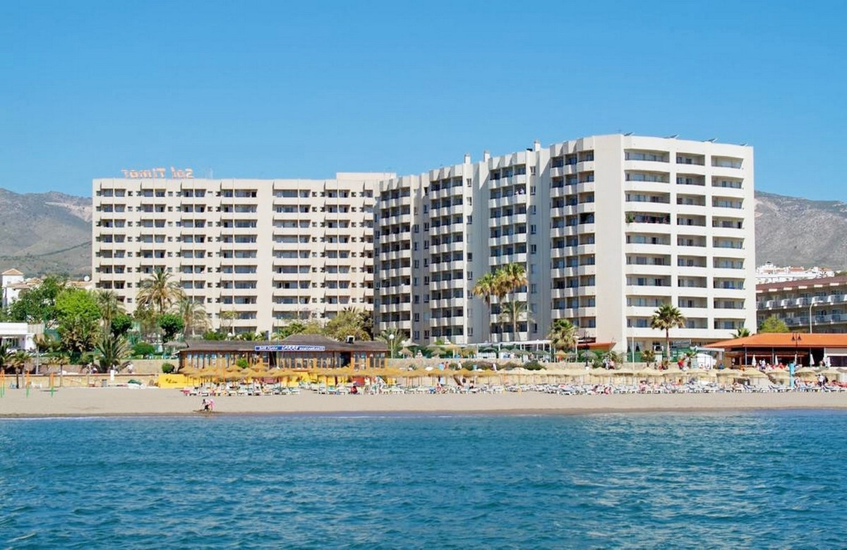 FRONT LINE BEACH SPECTACULAR INVESTMENT. These properties are located in Carihuela, in front to the ,Spain