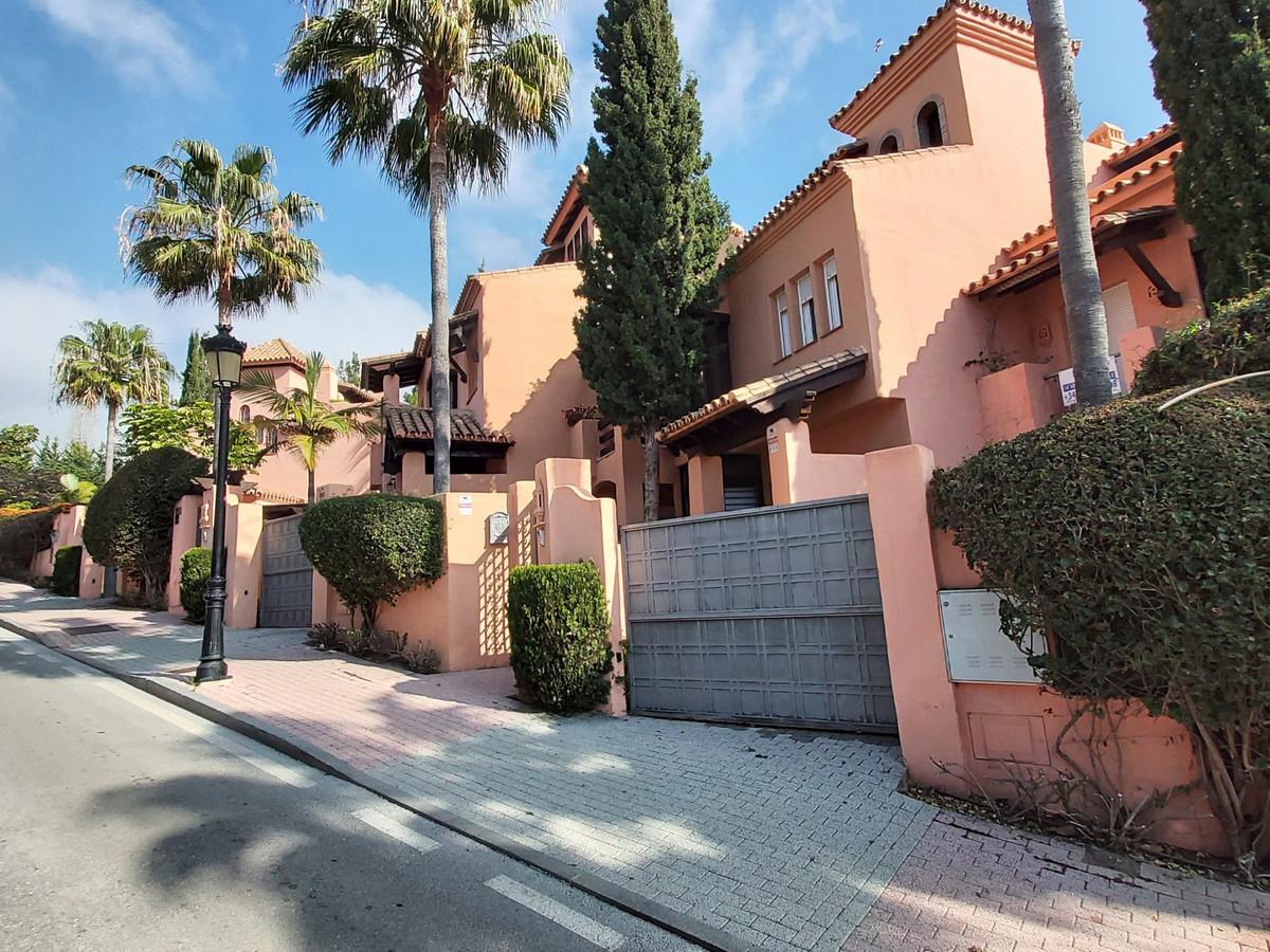 Marbella Banus Adosada en Venta en Marbella – R3614033