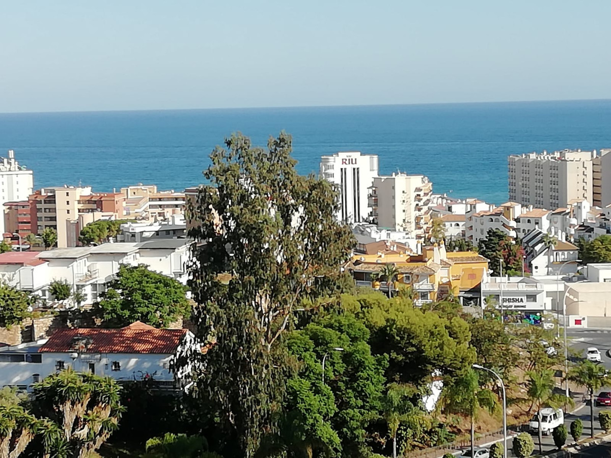 LOVELY 1 BED APARTMENT IN TORREMOLINOS.  This property comprises a lounge and dining area, one bedro,Spain