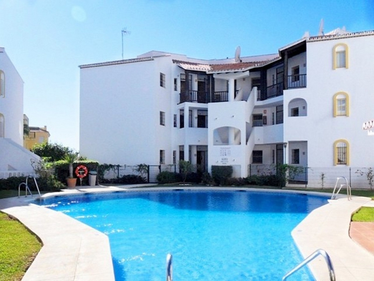 Lovely elevated ground floor apartment in Riviera del Sol.  The property is a walking distance to th, Spain