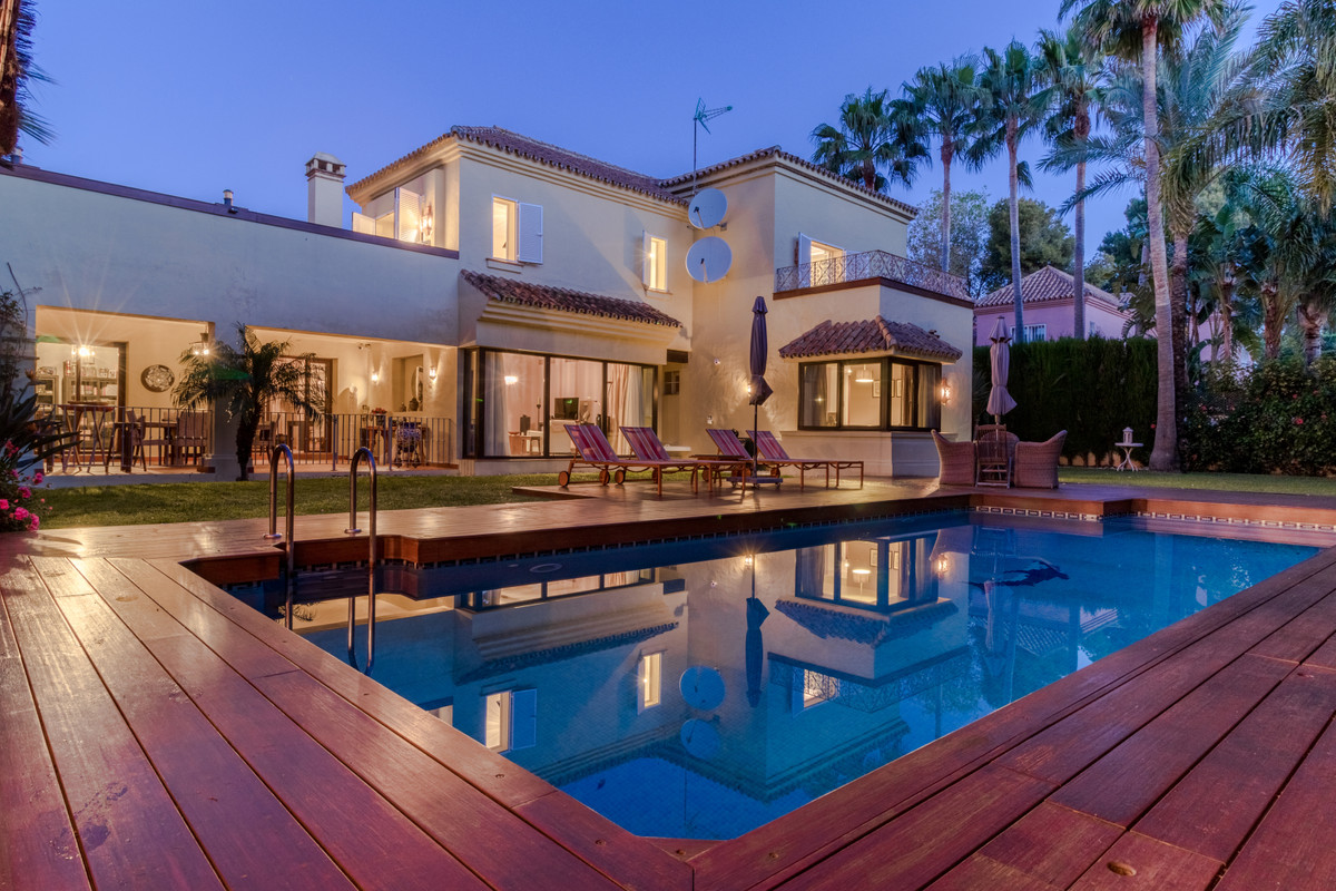 Fantastic villa for sale at just a few minutes walk to the beach and Mistral Beach in Puerto Banus, , Spain