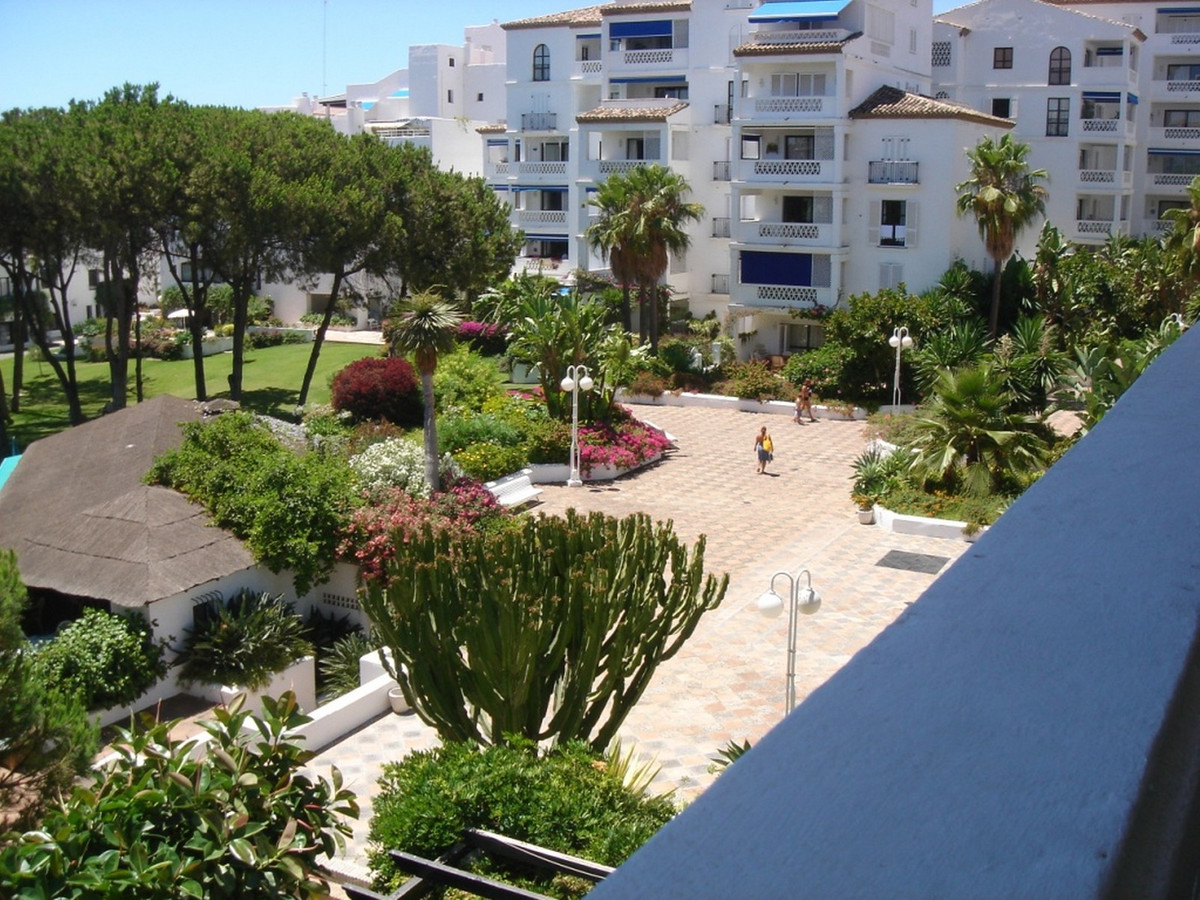 Spectacular apartment in luxury urbanization in Puerto Banus. The apartment has 2 bedrooms and 2 ba, Spain