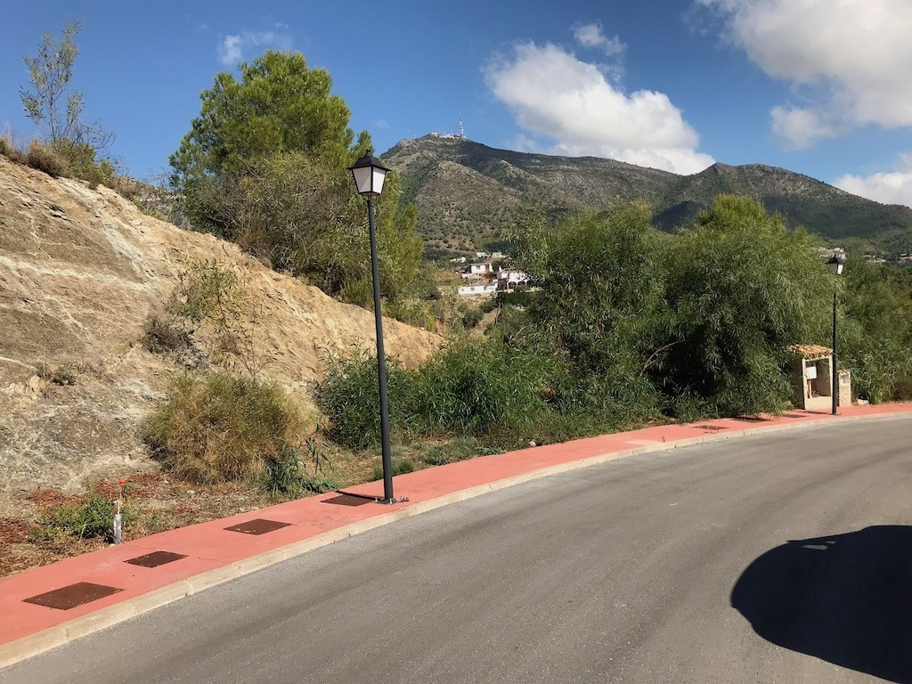 BUILDING PLOT FOR SALE IN GREAT RESIDENTIAL AREA (BANK OWNED)  The plot of 600 m2 is located in the  Spain