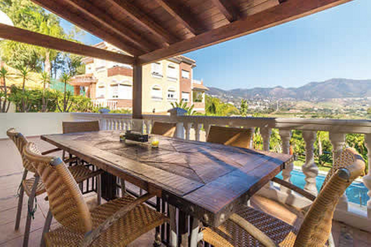 Large country style property in great condition and ready to move in.,Spain