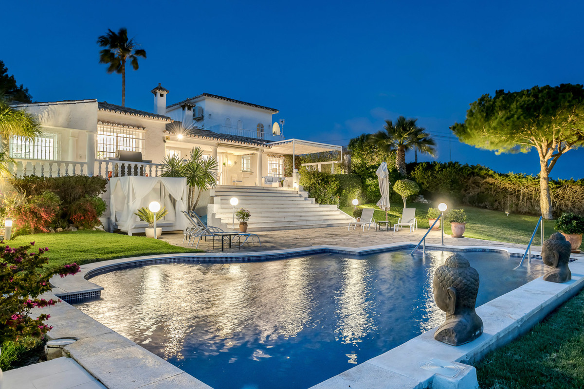 In a prestigious location a recently renovated villa in an outstanding largo plot with a splendid il, Spain