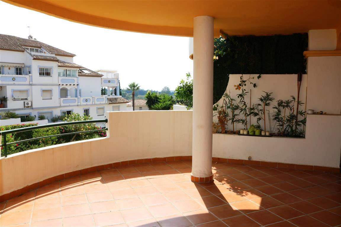 LOCATION LOCATION LOCATION Ideal duplex ground floor apartment in a popular development in Aloha wit,Spain