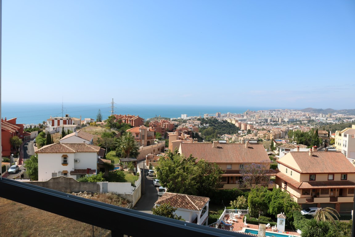 An ideal cozy apartment with the best views of the coast and Fuengirola.  Fantastic investment with ,Spain