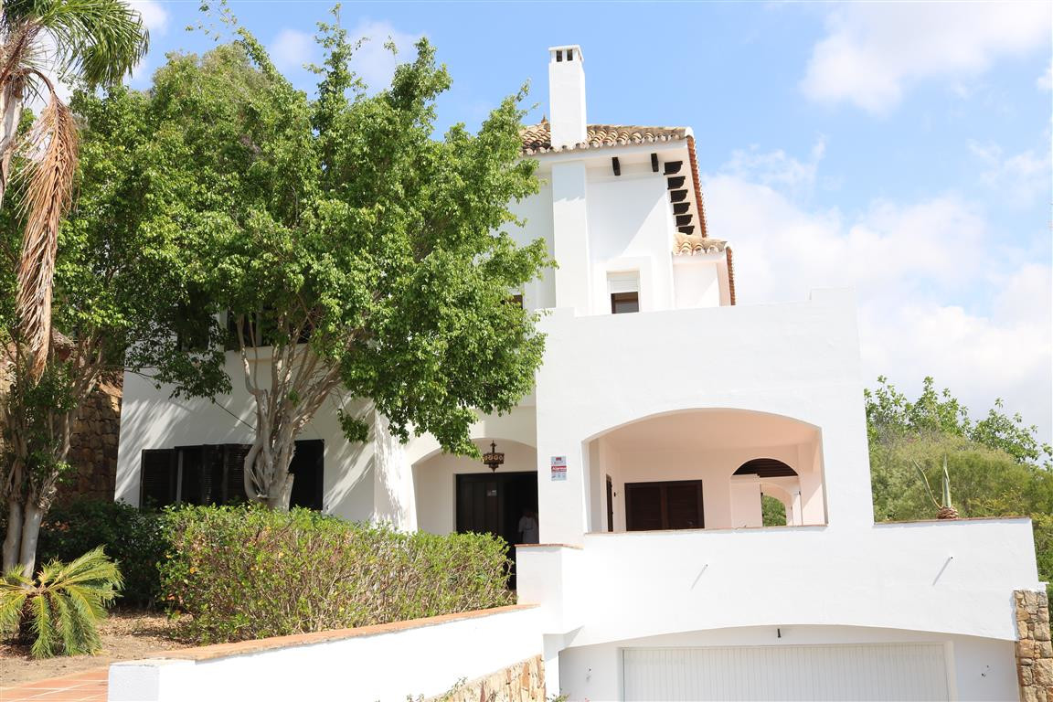 In the foothills of Elviria, a renovation project in a 1776 sqm plot with an existing house of more ,Spain
