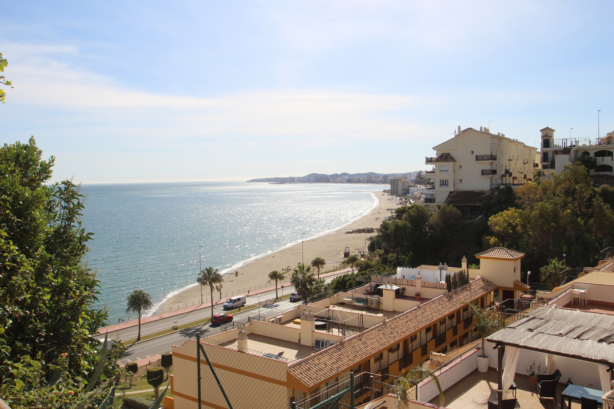 Fabulous 2 bedroom apartment right beside the beach, with fabulous views to the bay of Fuengirola an, Spain
