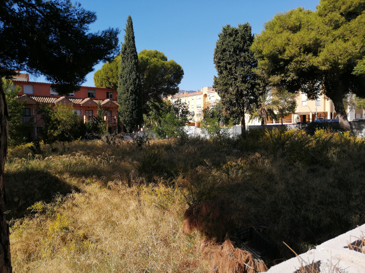 URBAN PLOT,  WITH BASIC PROJECT FOR 11 APARTMENTS 22 PARKING SPACES AND 11 STORAGE UNITS ALSO WITH C,Spain
