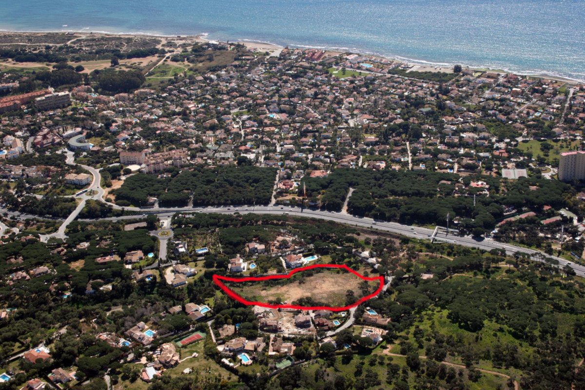 An excellent opportunity to buy 5 plots next to each other. Only 10 minutes drive to Marbella town c,Spain