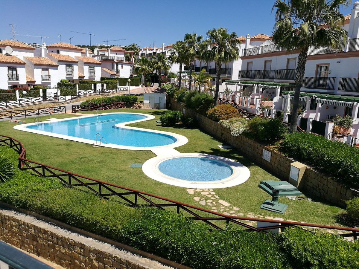 *PRICE RECENTLY REDUCED FROM €279,000*  Nice, well presented townhouse, located next to the Cabopino,Spain
