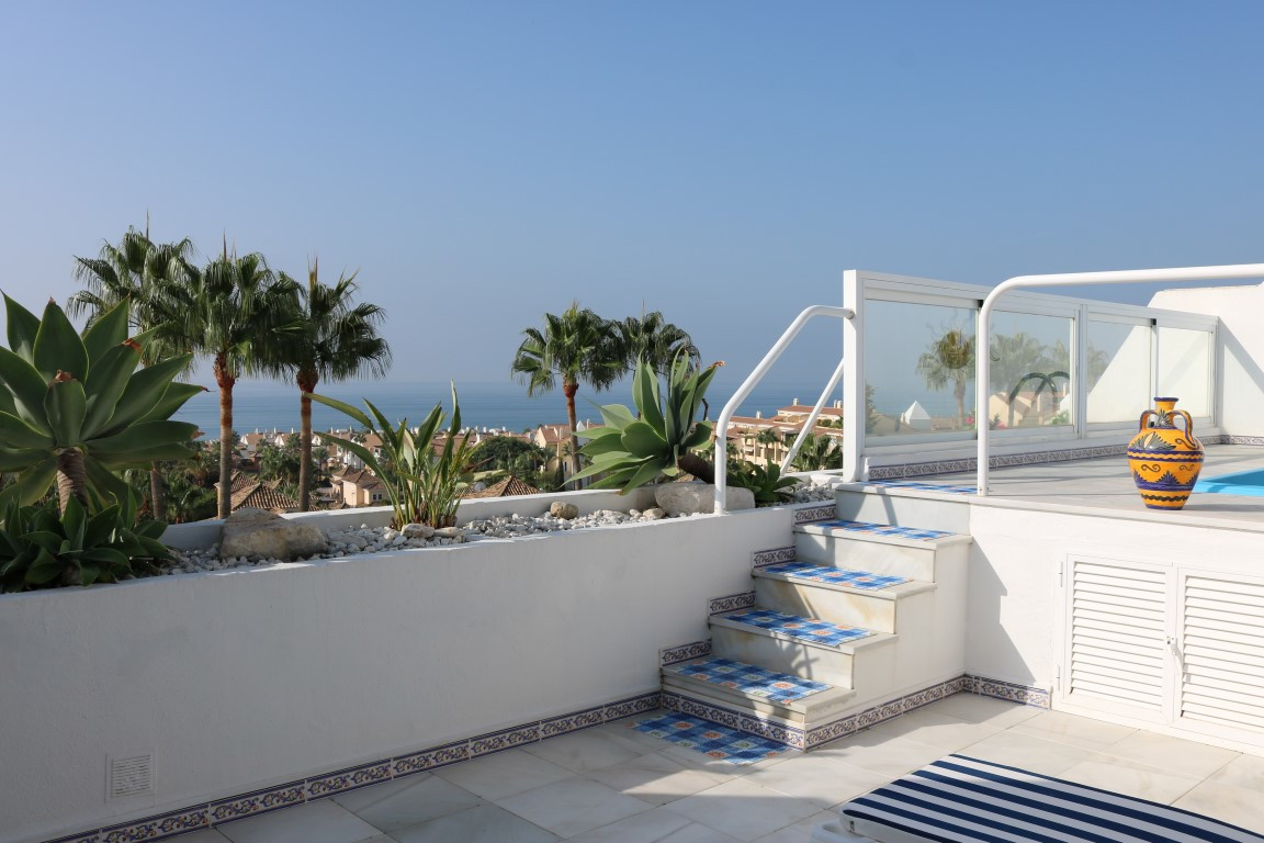 Stunning 3 bedrooms, 3 bathrooms duplex penthouse in one of the most popular developments on the Cos, Spain