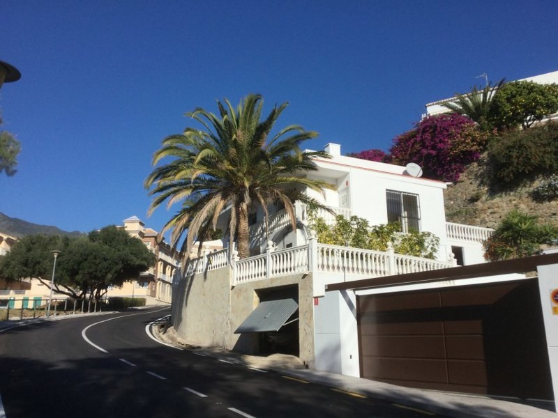 Very well located villa split in to two independent apartments. Ideal to live in while earning an ex, Spain
