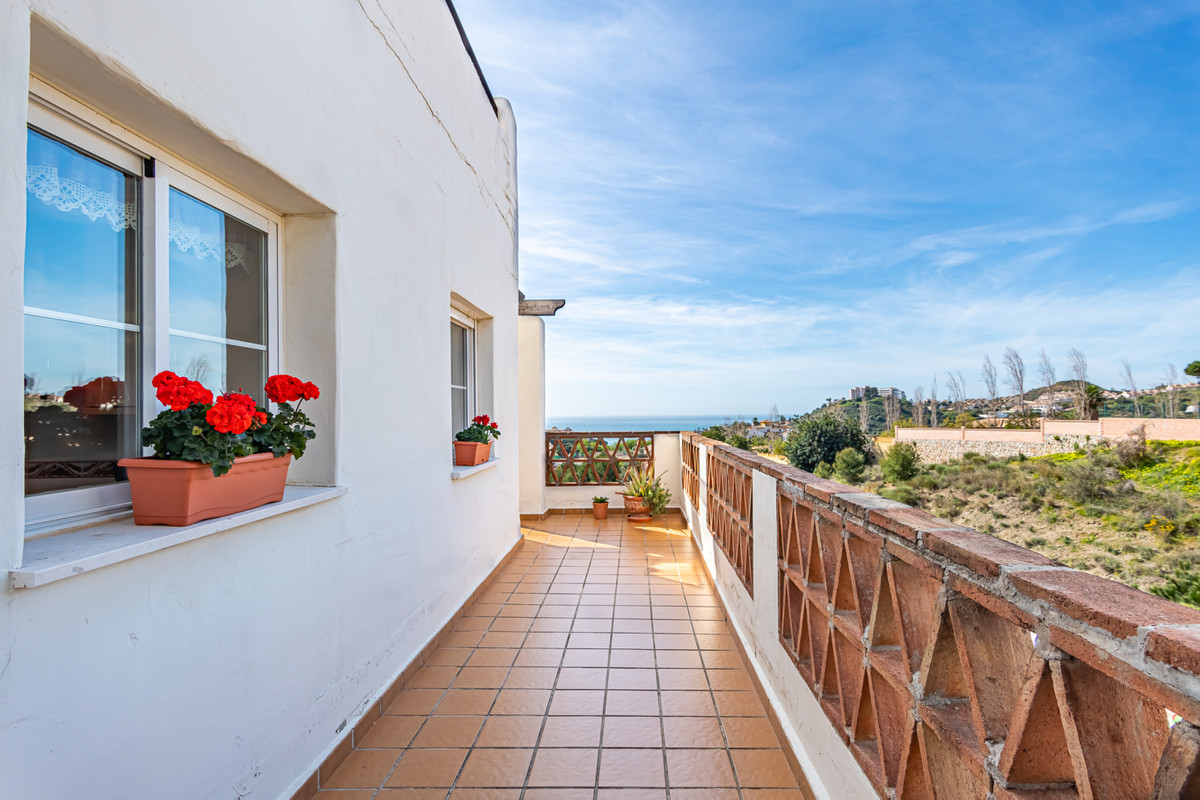 Lovely penthouse with sea views in Arenal Golf in Benalmadena.  This penthouse has perfect south-wes,Spain