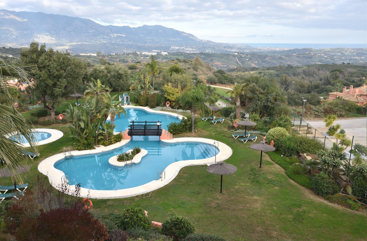 A luxury duplex penthouse with plenty of room located a short drive from popular Elviria near Marbel,Spain