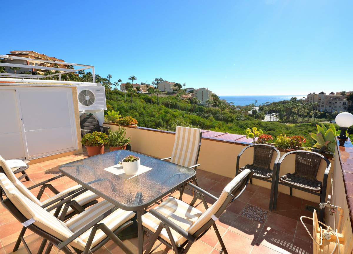 Fantastic apartment with panoramic seaviews and walk to the beach in Mijas Costa. This lovely 2 bedr Spain