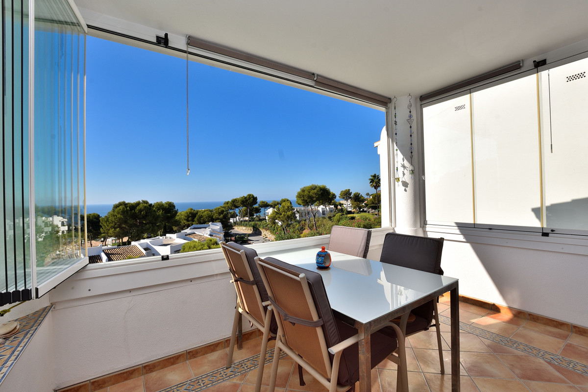 Well-maintained apartment in Miraflores close to all amenities, only 15 minutes' walk to the be, Spain