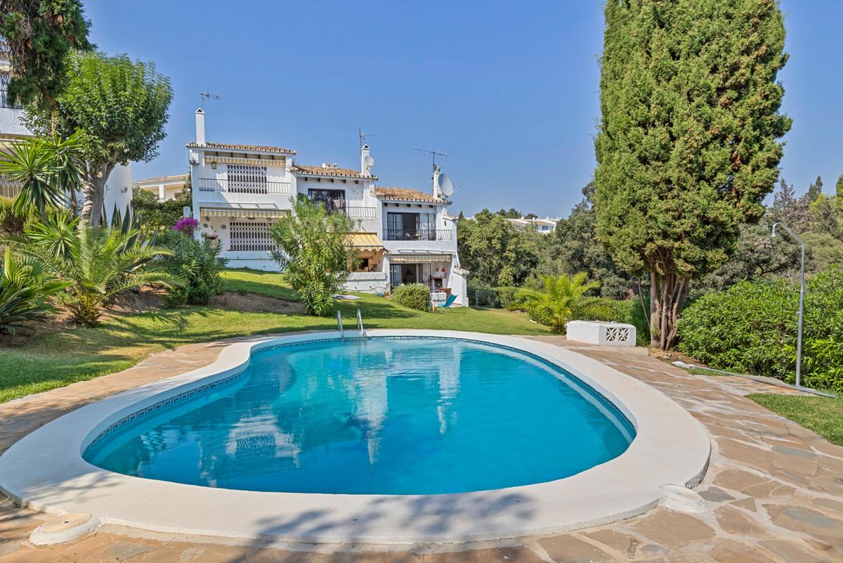 Marbella Banus Adosado en Venta en Calahonda – R3931270