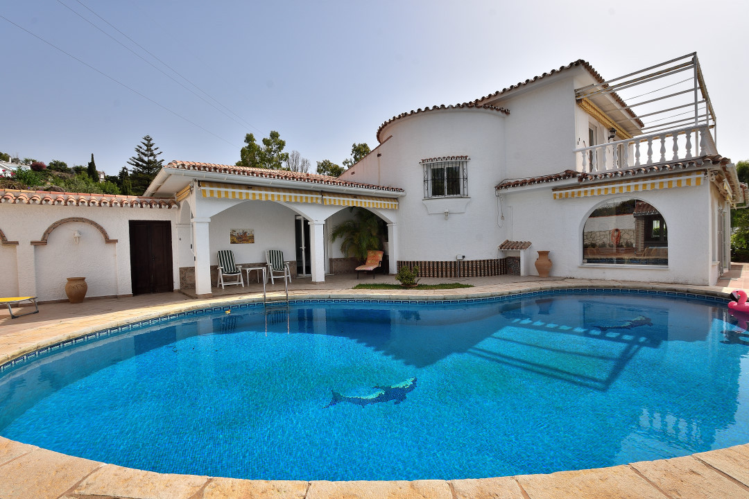 Welcome to this spacious and charming villa located in a very quiet area of Torremuelle. The house h,Spain
