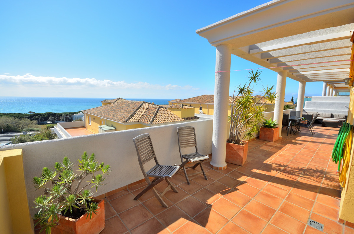 Spectacular penthouse with sea views in Cabopino. This 2 bedroom 2 bathroom south facing penthouse w, Spain