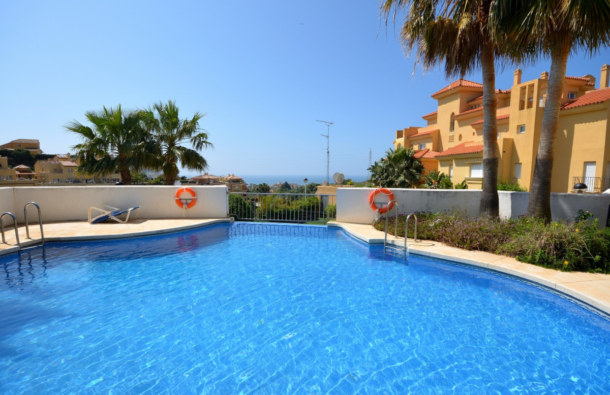 Excellent modern apartment in Riviera del Sol. This 2 bedroom, 2 bathroom apartment is very well kep, Spain