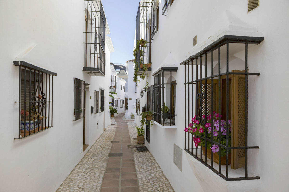 In the fantastic Pueblo Lopez, we now offer this nice and well-renovated townhouse!  Immediately whe, Spain