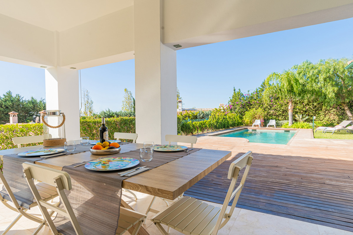 Spectacular villa located in the popular area of ??Reserva del Higueron just outside Fuengirola. The,Spain