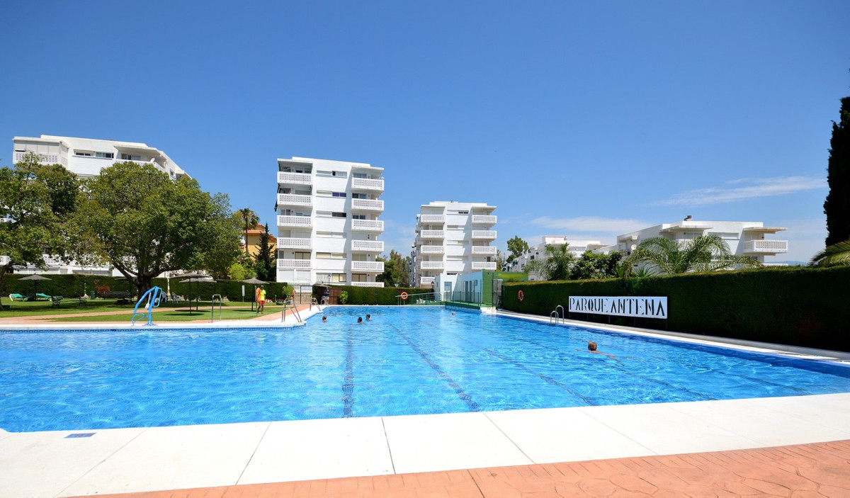 Superb apartment with sea views in Guadalmansa, Estepona. This fine apartment has 3 bedrooms, is Sou, Spain