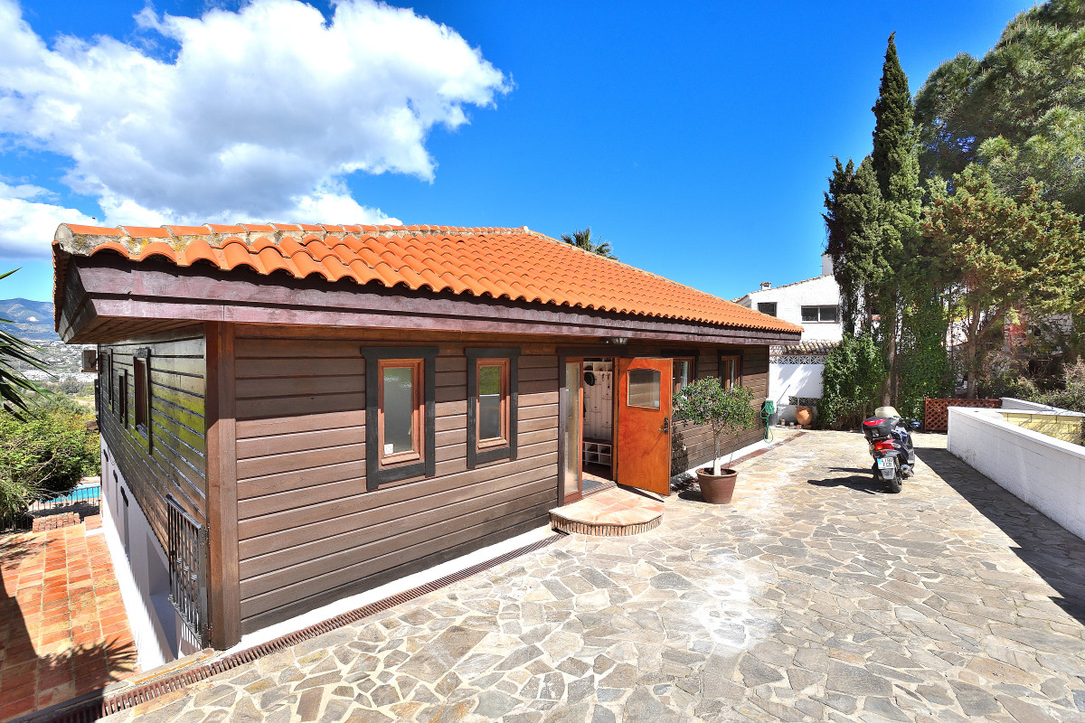 Welcome to this detached villa, built in a Scandinavian style and standard, located in the quiet are,Spain