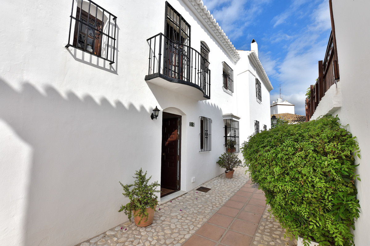 Nice townhouse in the popular area Pueblo Lopez in central Fuengirola, the townhouse has 3 bedrooms , Spain