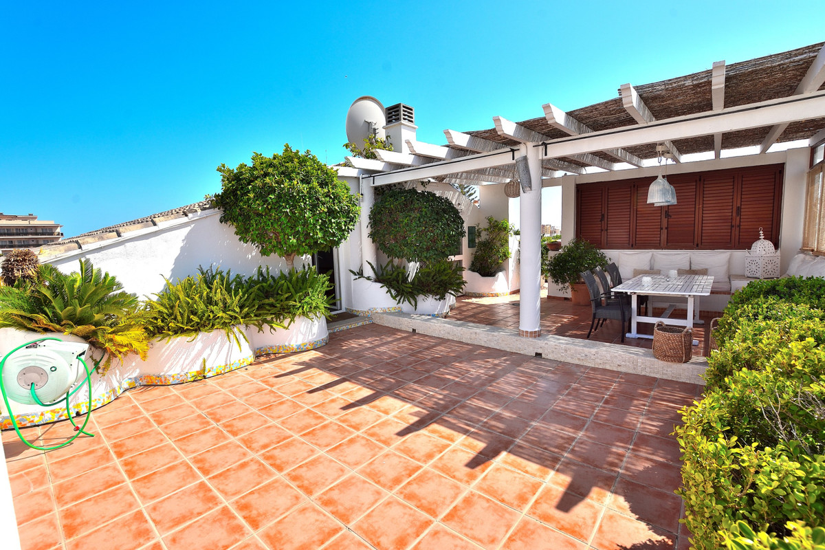 4 bedroom apartment for sale la carihuela