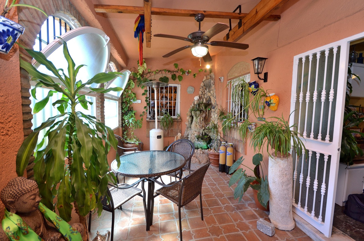 Charming garden apartment a short walk to the beach in La Carihuela, Torremolinos. This 2 bedroom ap, Spain