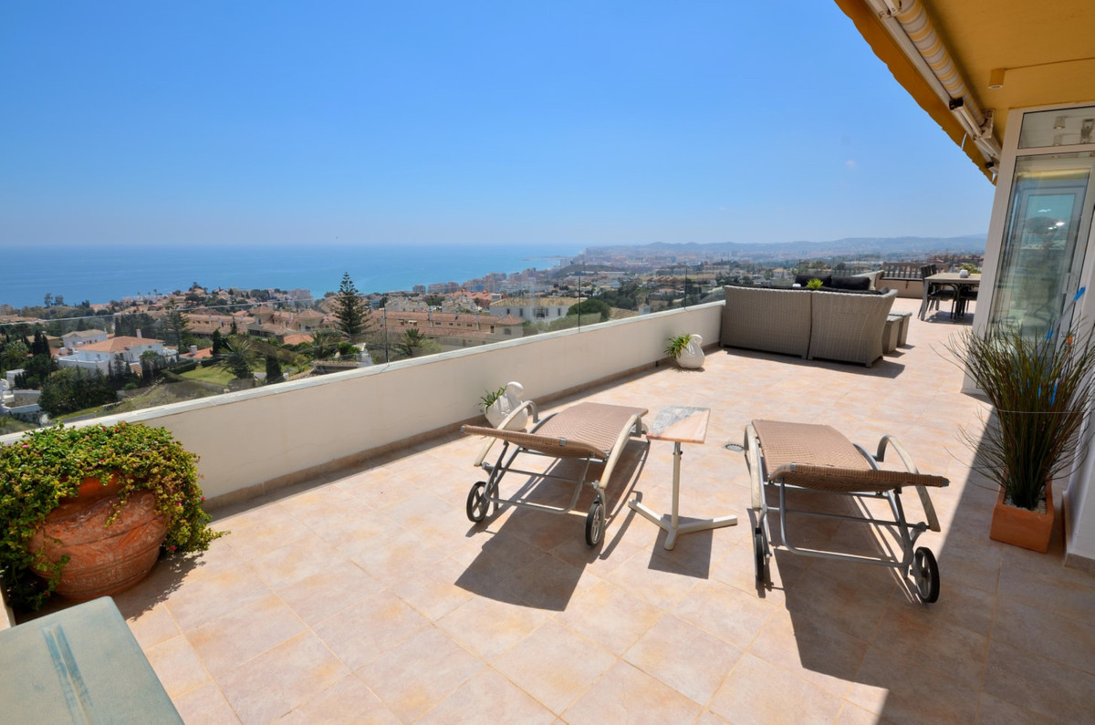 Spectacular penthouse with panoramic sea views in Torreblanca.  The property is situated in the top ,Spain