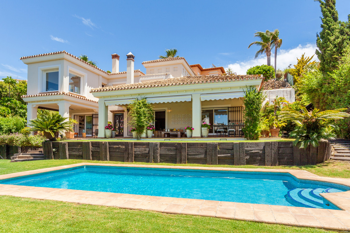 Spectacular villa situated in a very good location near the golf course in Torrequebrada and within ,Spain