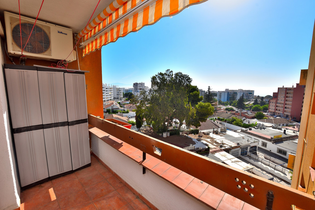 A great investment opportunity in the centre of Arroyo de la Miel in Benalmadena. The apartment is o,Spain