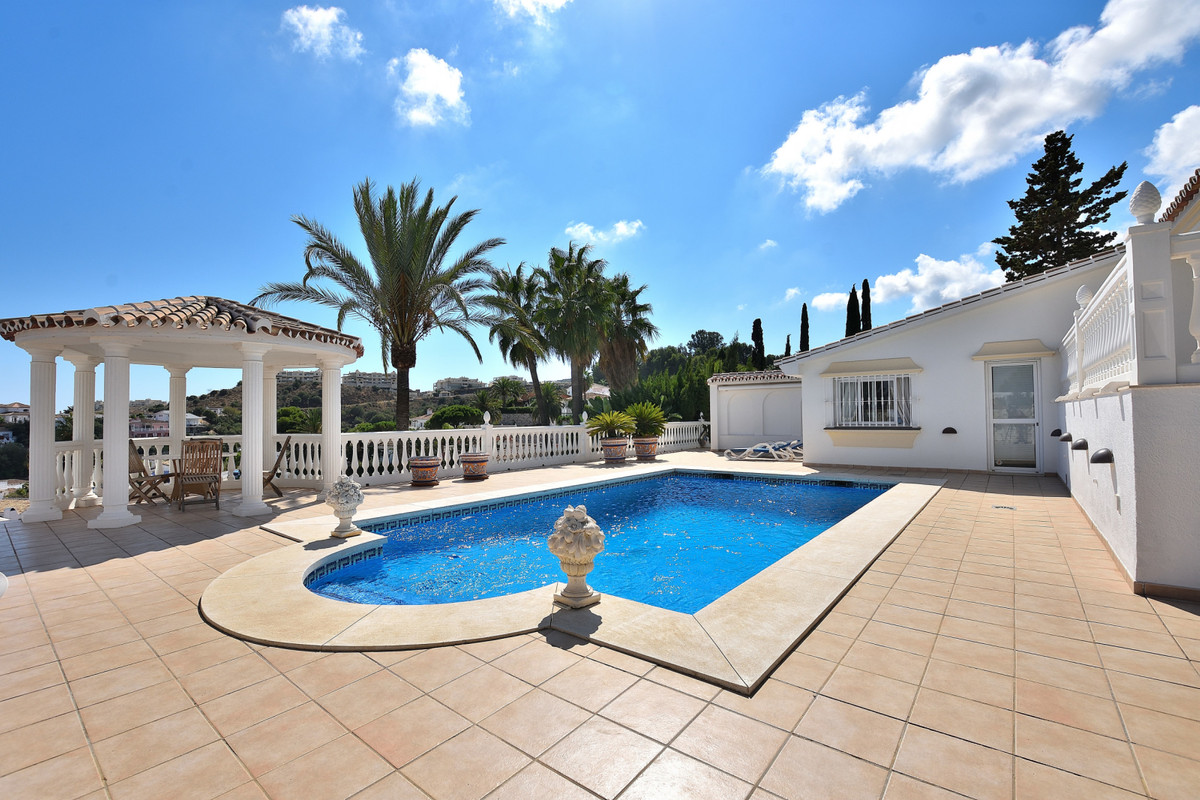Welcome to this detached villa in Cerros Del Aguila in Scandinavian style with stunning views of the, Spain