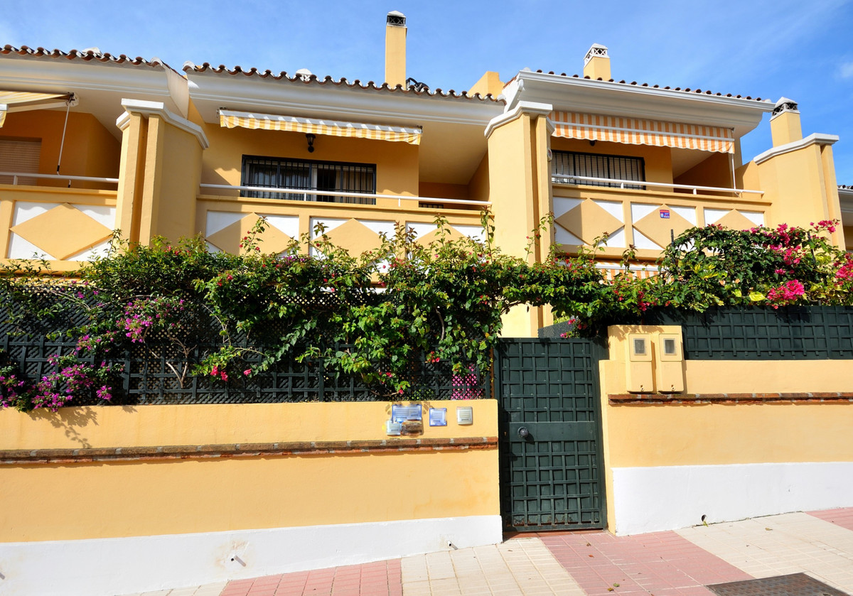 Excellent townhouse in San Pedro. This well built 3 bedroom townhouse is located in a gated communit,Spain