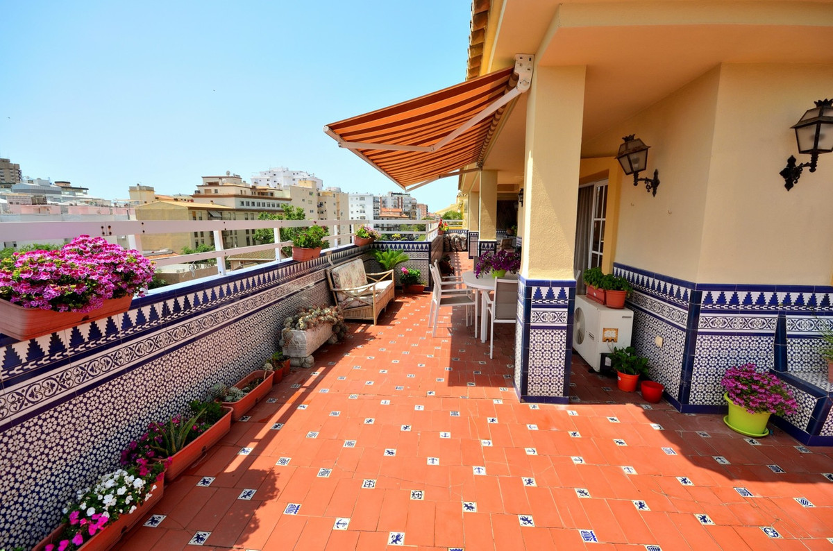 Magnificent penthouse with large surrounding terrace in one of the best locations in Fuengirola. Thi, Spain