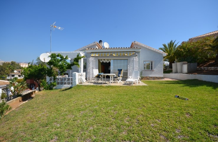Charming villa on one level situated in a residential sought after area just a few minutes walk to t,Spain