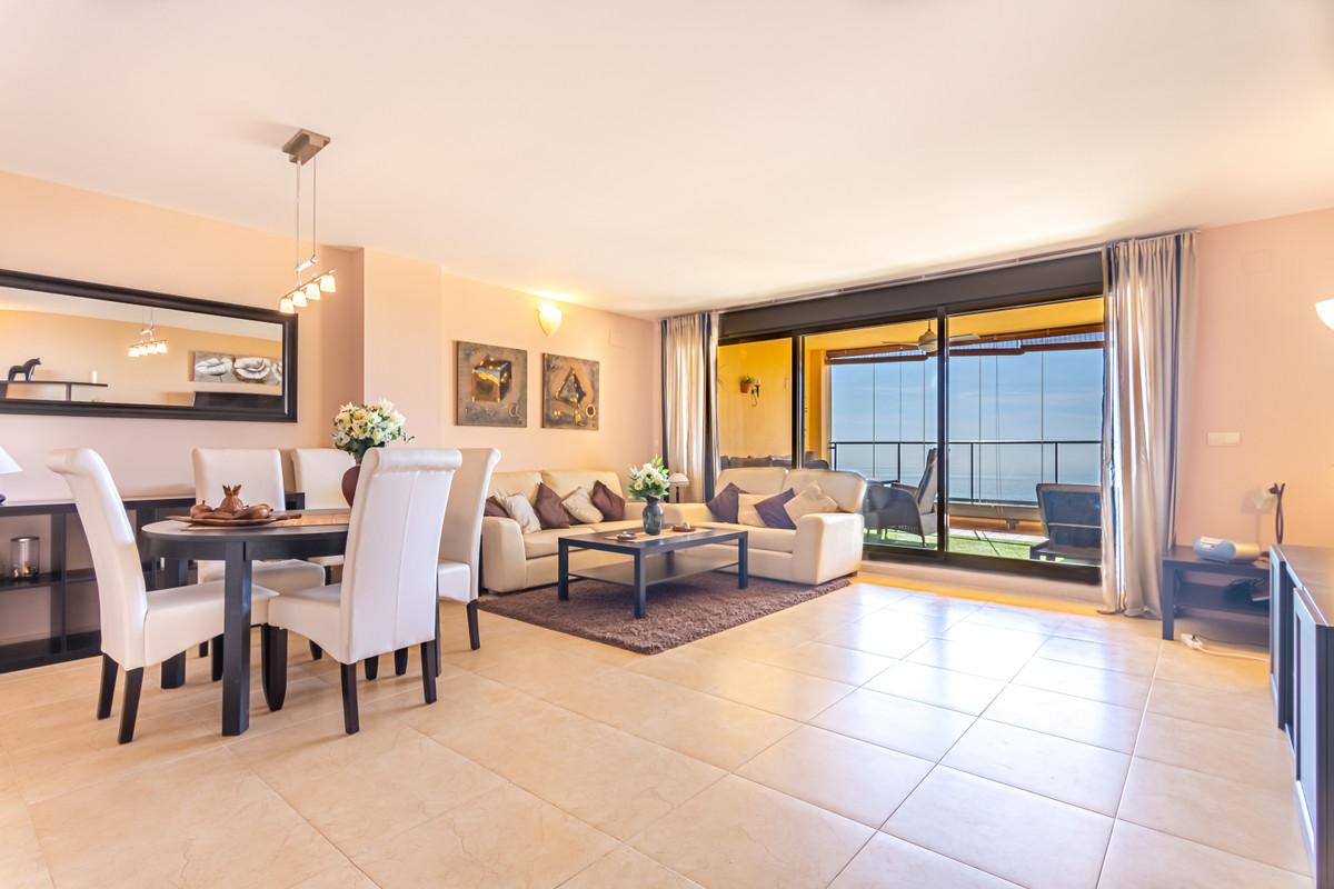 Apartamento Planta Media en Venta en Calahonda – R3513553