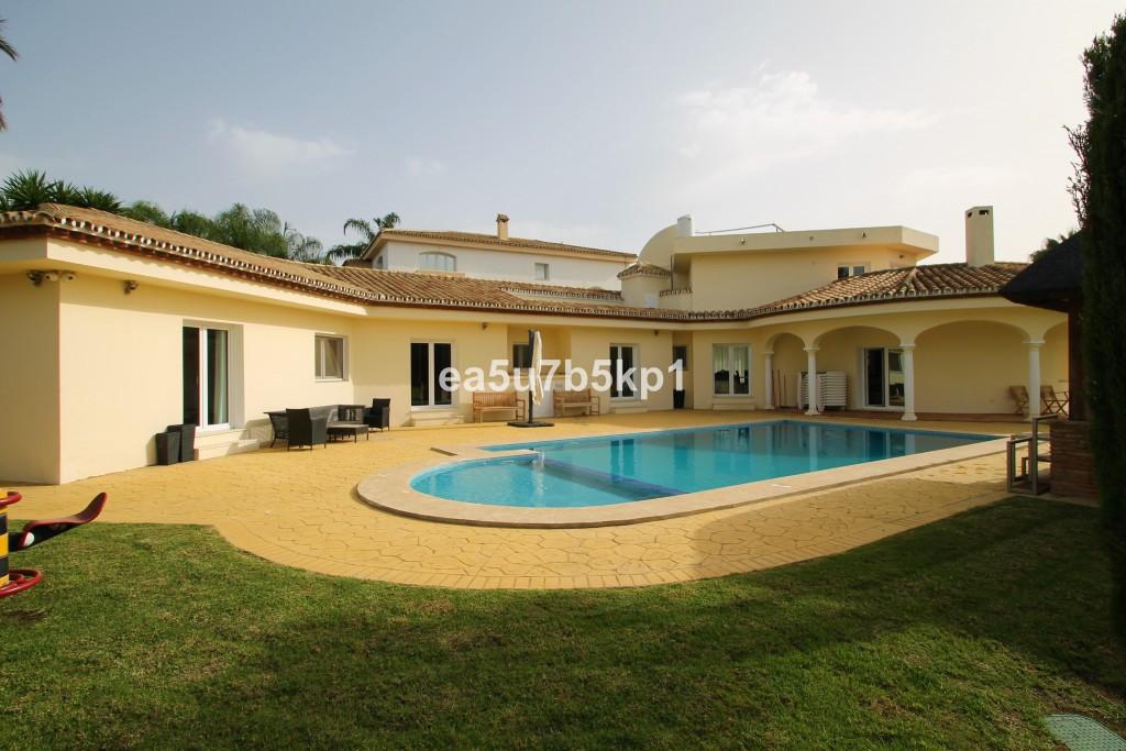 Villa Til salg i Estepona R3671693