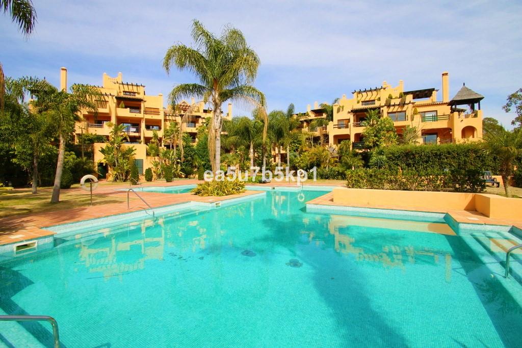 Marbella Banus Ático en Venta en New Golden Mile – R3602675
