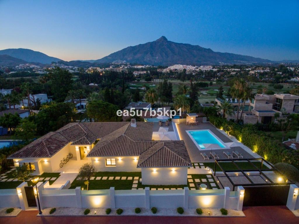 Detached Villa for sale in Nueva Andalucía R3946276