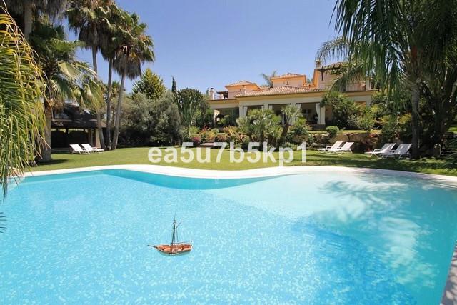 Detached Villa for sale in El Paraiso R2474123